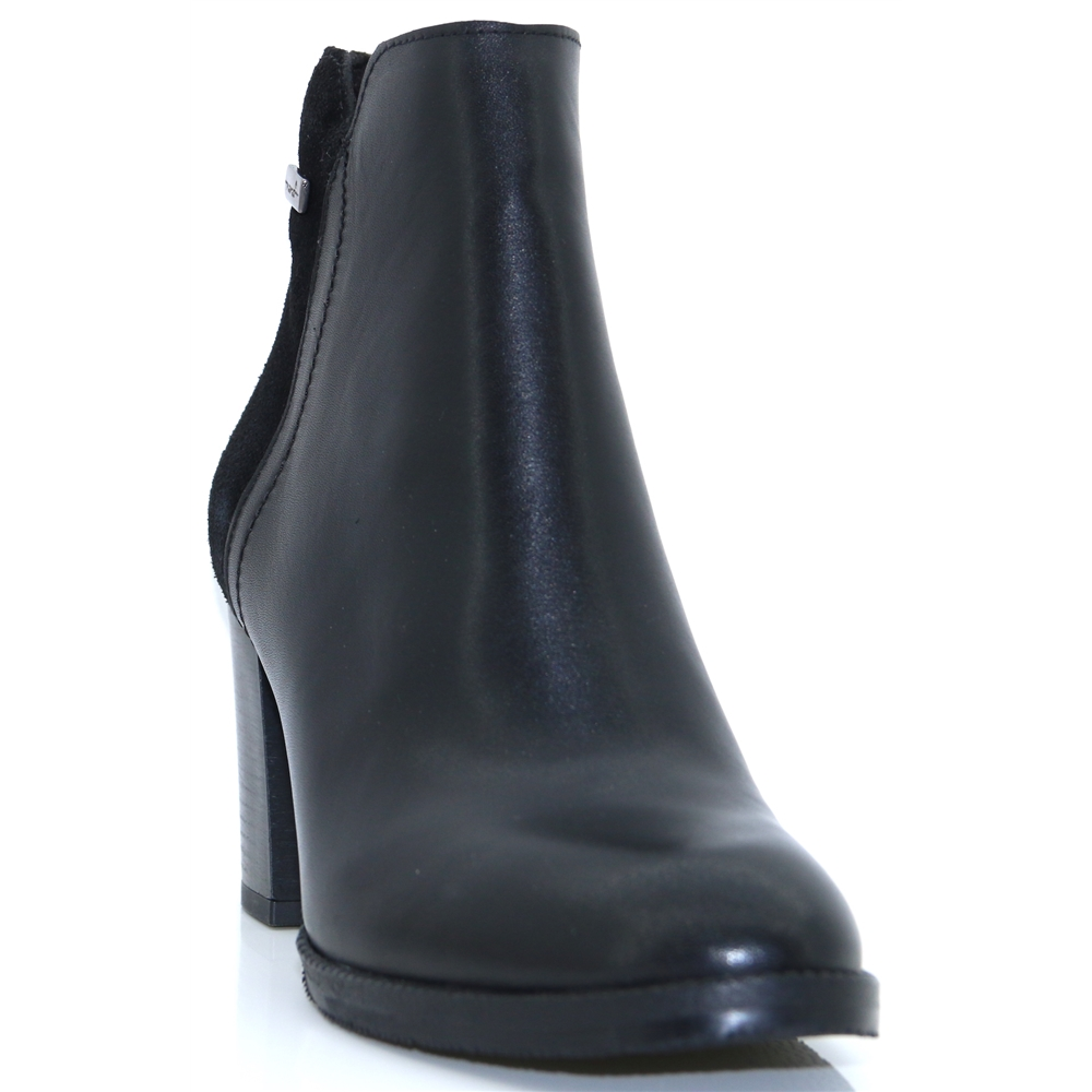8052 - NANO BLACK ANKLE BOOTS