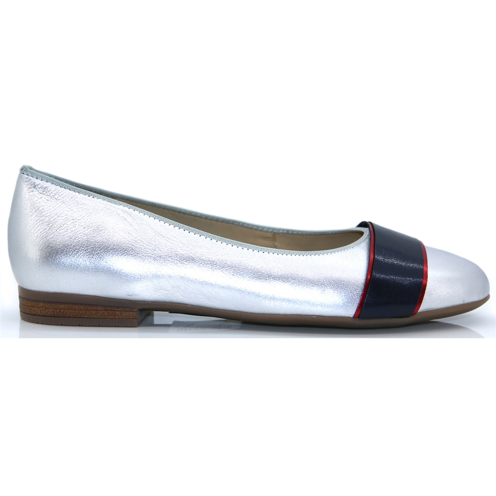 12-31316 - ARA SILVER RED AND NAVY PUMPS