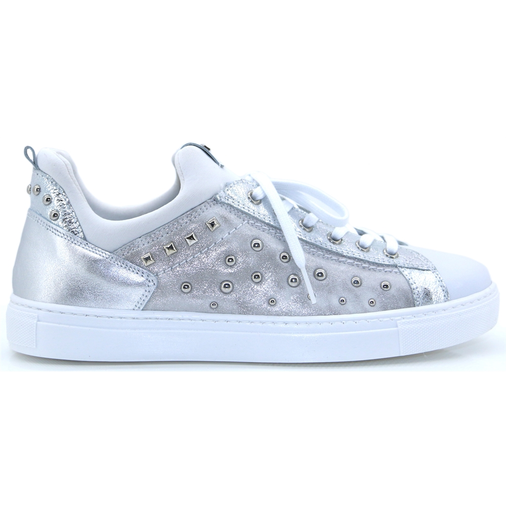 P907780D - Nero Giardini WHITE AND SILVER SLIP ON TRAINERS