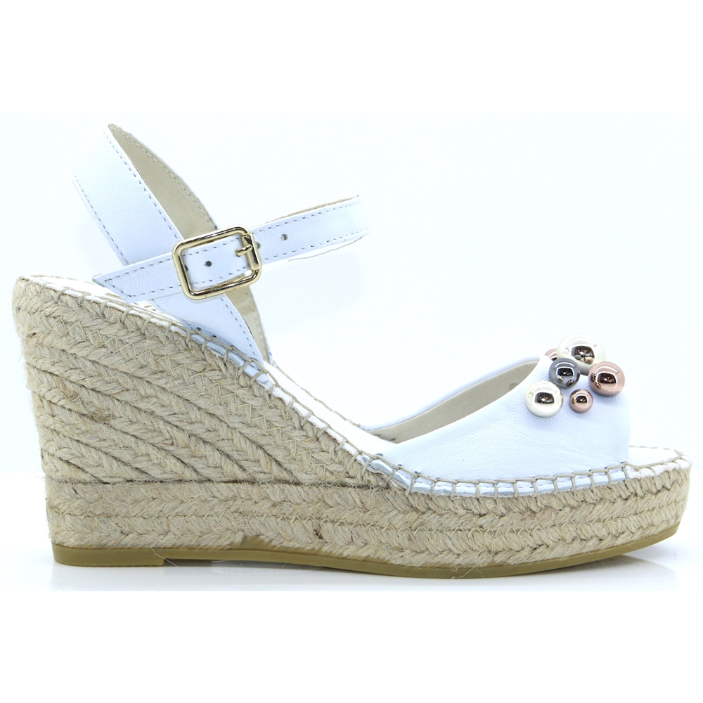 14984 - VIDORETTA WHITE WEDGES