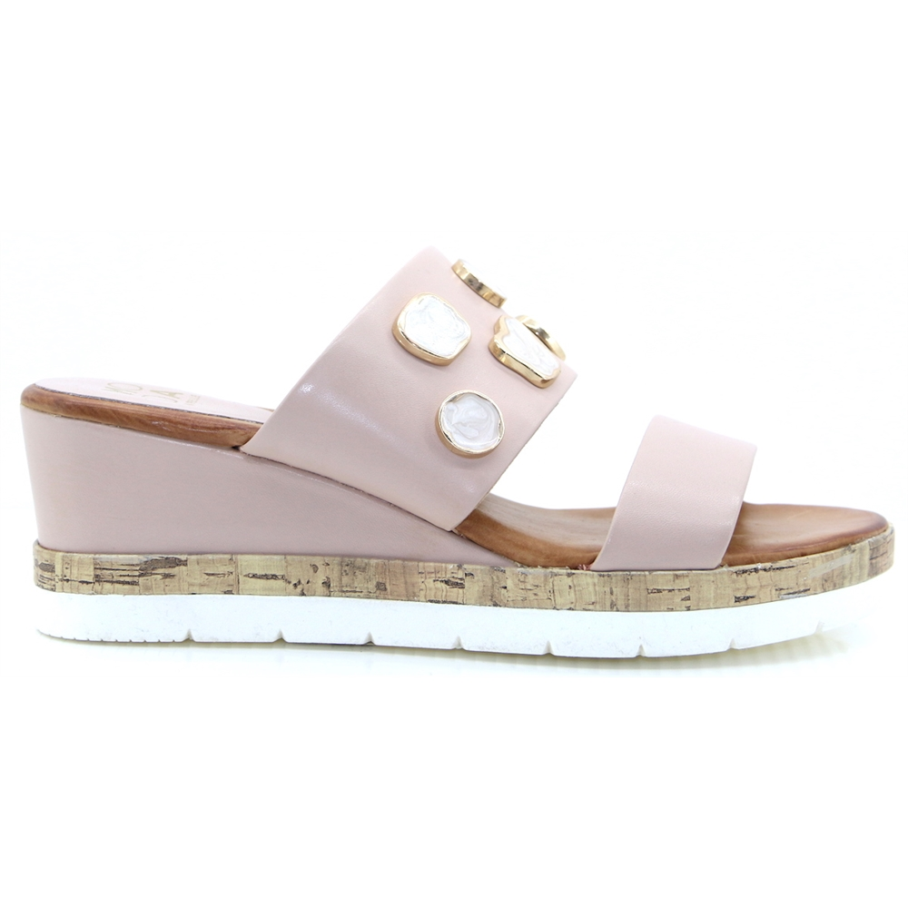 Quoni - MODA IN PELLE NUDE WEDGES