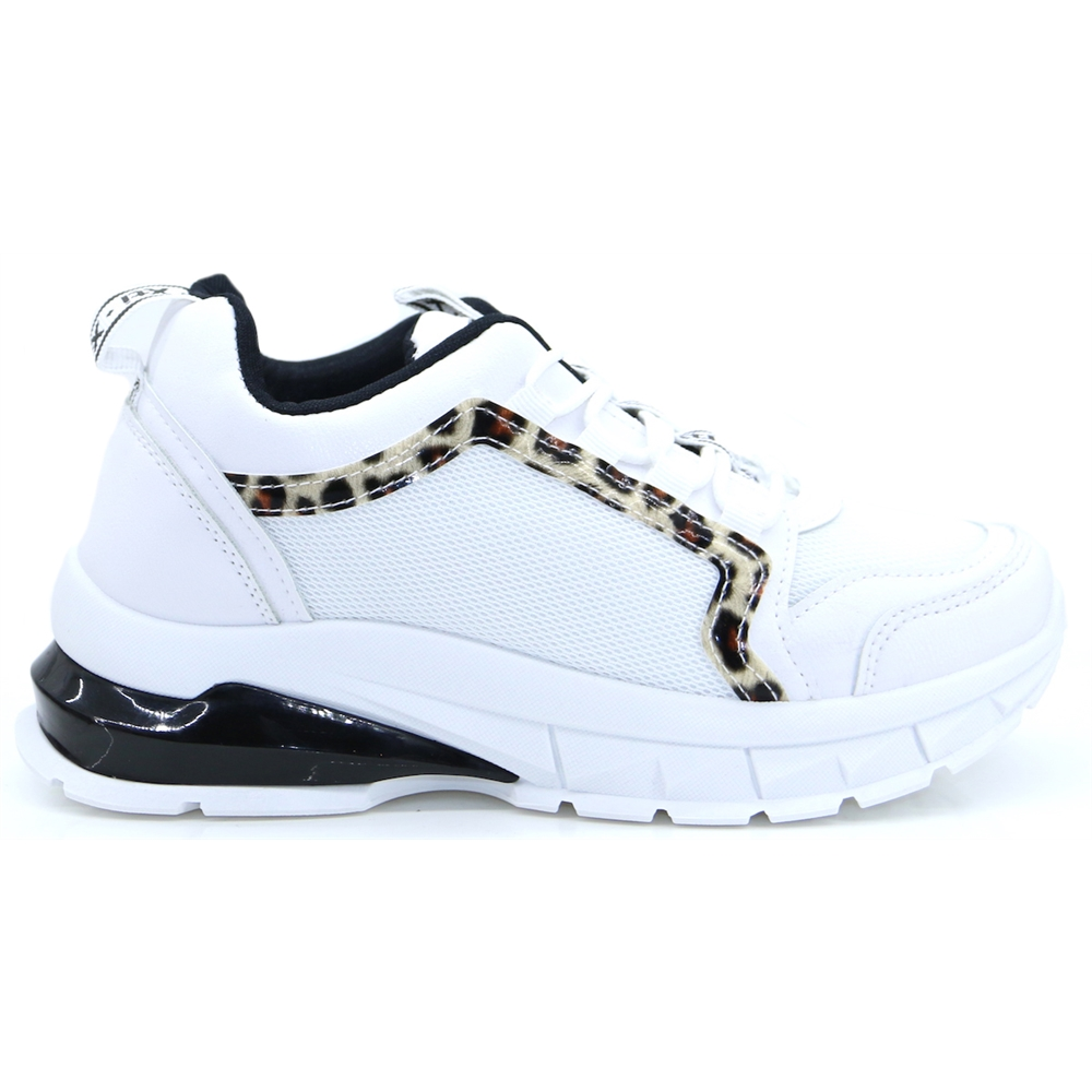 49916 - Xti White and Black Chunky Trainers