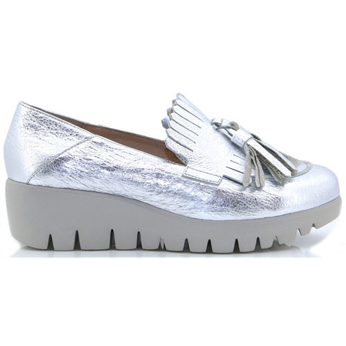 C33157 - WONDERS SILVER LOAFERS