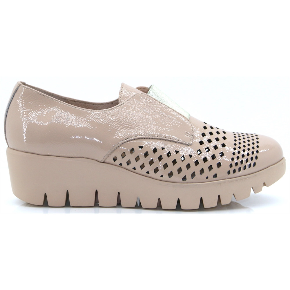 C33154 - WONDERS NUDE PATENT SLIP ON SHOES